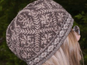 shetland natural version of the Amaryllis Hat, a ladies' tam