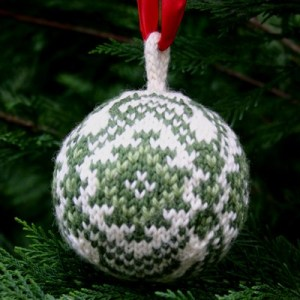 Christmas ball free knitting pattern by Mary Ann Stephens