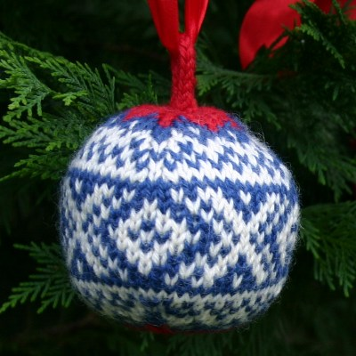 Christmas Balls   a free knitting pattern PDF Two Strands