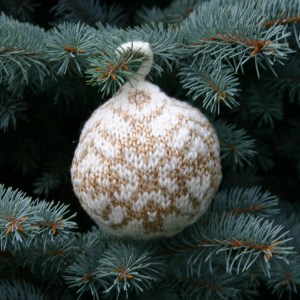 Dale of Norway Heilo or Falk plus Gullfasan were used to knit this Christmas Ball, the Star of Bethlehem, by Mary Ann Stephens