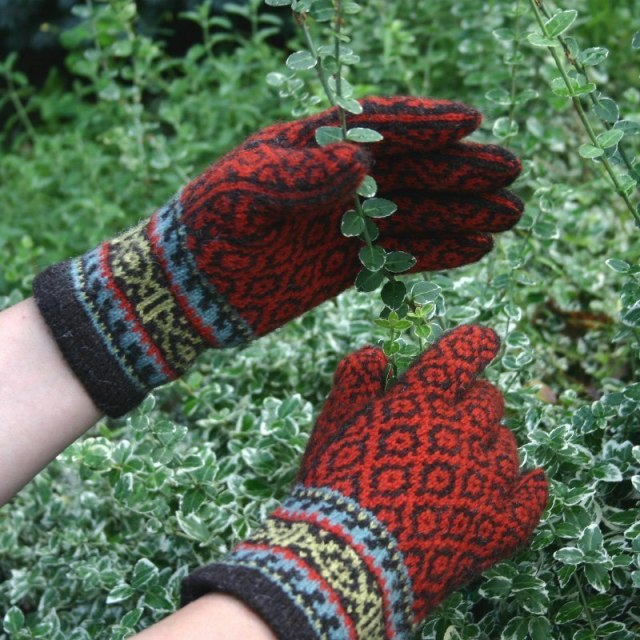 Spice Route Gloves knitting pattern