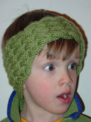 Free knitting pattern for a shaped headband with a woven appearance