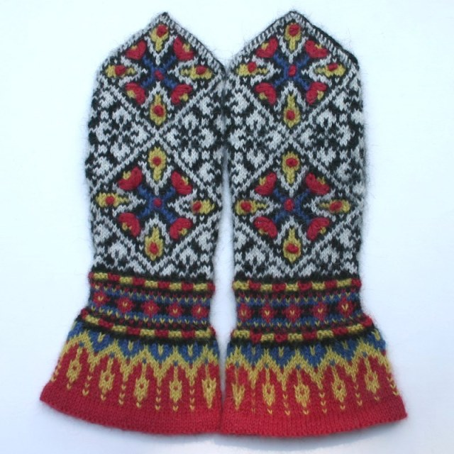 Embroidered knit mittens